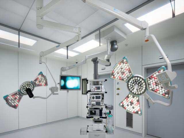 Хирургические светильники с видеокамерой в клинике Grangettes Clinic (Швейцария)