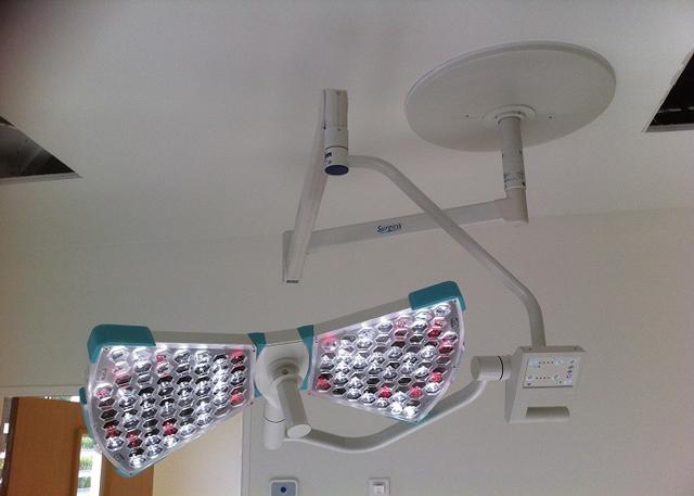 однокупольный хирургический светильник светодиодный потолочный SURGIRIS X2