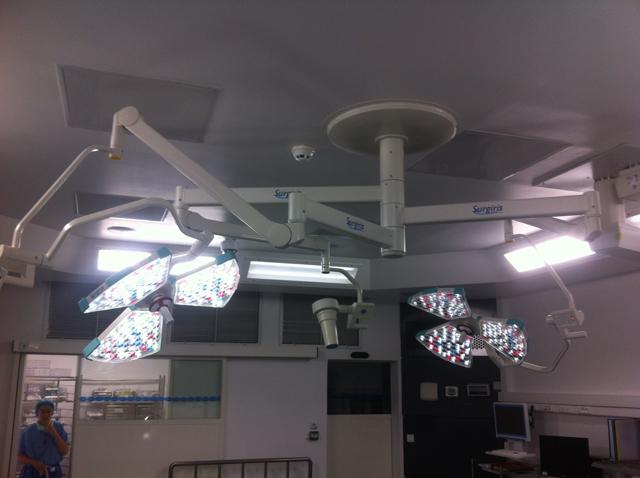 двухкупольный хирургический светильник потолочный SURGIRIS X3MT-X3MT