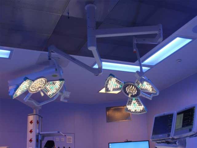 двухкупольный хирургический светильник потолочный SURGIRIS Kalea 30-Kalea 20