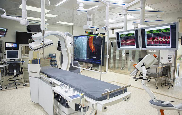 Гибридный операционный зал Мичиганского университета, медицинские мониторы
