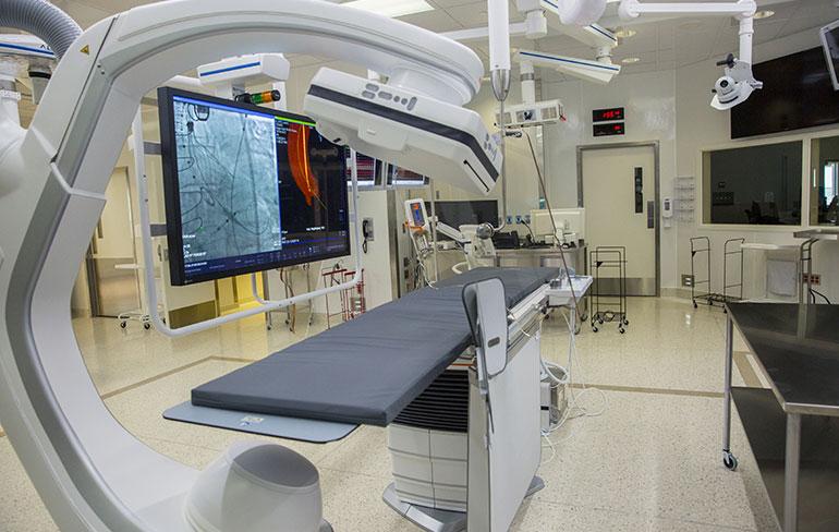 Гибридный операционный зал Мичиганского университета ангиограф